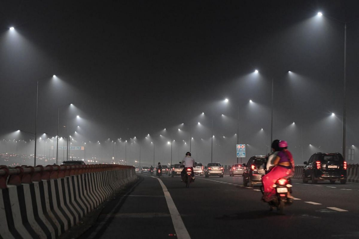 Commuters drive under heavy smog conditions along the Delhi-Meerut expressway near Akshardham temple, in New Delhi, on Oct 31, 2019.