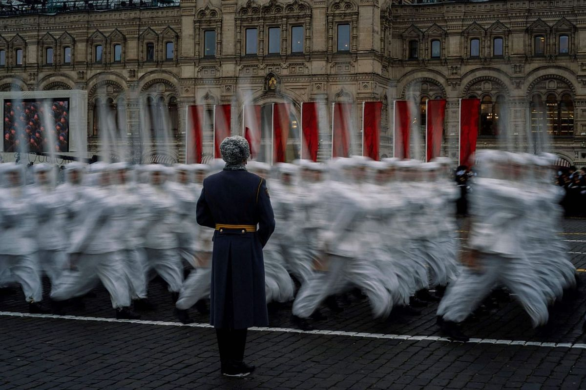 Russian servicemen dressed in historical uniforms take part in the military parade at Red Square in Moscow on Nov 7, 2019, as part of the ceremonies marking the 78th anniversary of the 1941 historical parade, when Red Army soldiers marched past the K