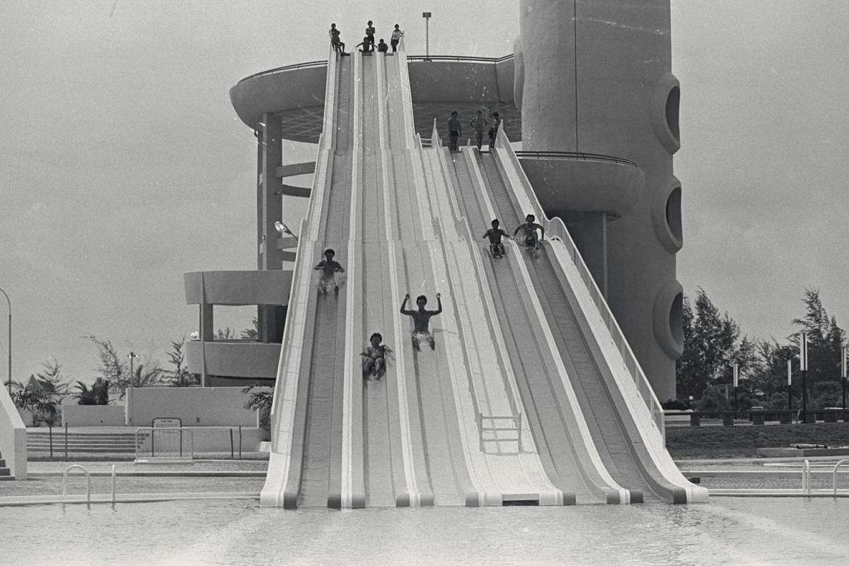 Swimmers enjoy the iconic slides at Big Splash in 1977. It was built by Singapore Aquatic Sports that year. At the time, addmission prices during weekdays were $1.50 for adults and $1 for children for the first two hours and 50 cents for every subseq