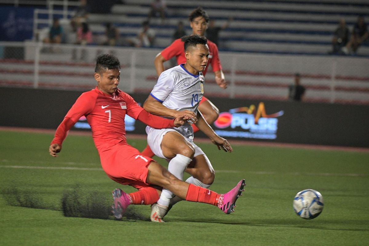 Singapore's Zulqarnaen Suzliman getting in a shot against Laos in their SEA Games Group B opener at the Rizal Memorial Stadium in Manila on Nov 26, 2019. PHOTO: THE STRAITS TIMES/MARK CHEONG