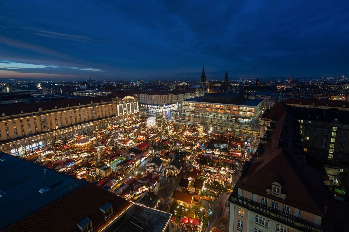 Visitors wade through the decorated stalls of the Dresden Christmas market on November 27, 2019 in Dresden, Germany. PHOTO: DPA