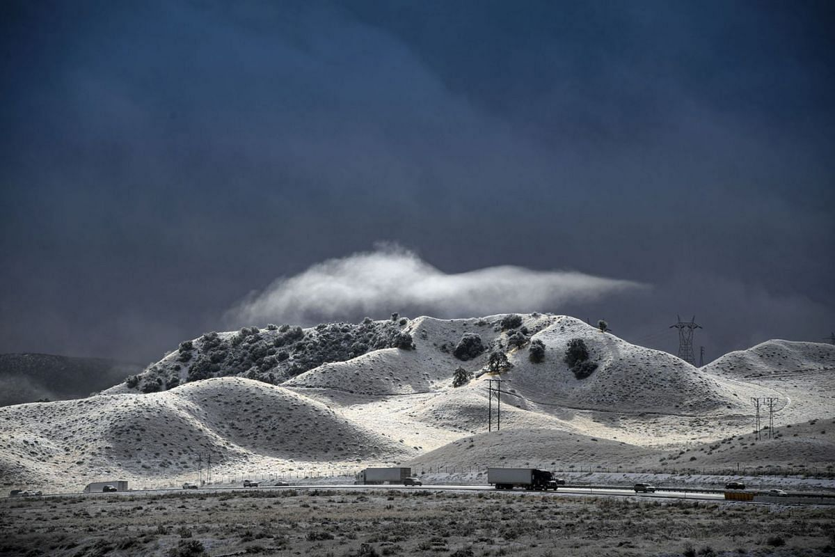 A dramatic sky opens up between snow squalls along the Interstate 5 freeway near Gorman, Calif., Wednesday, Nov. 27, 2019. PHOTO: THE ORANGE COUNTY REGISTER VIA AP