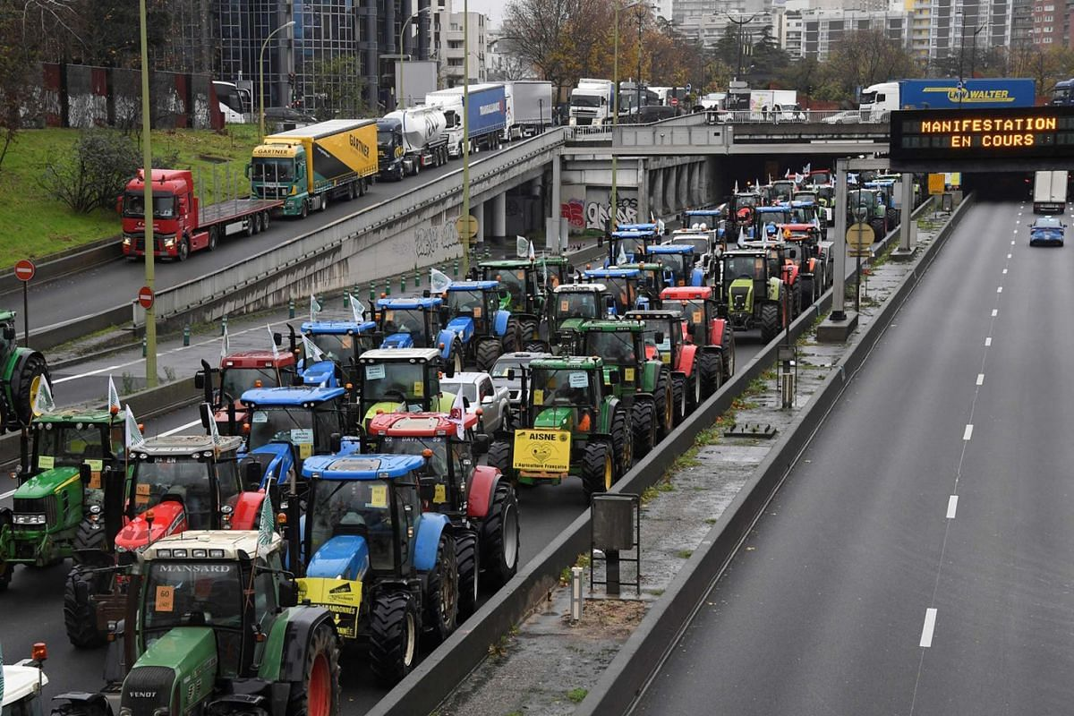 French farmers steer their tractors on The Parisian ring road (Peripherique) at Porte de Champerret in Paris on November 27, 2019, during a protest against government policies. PHOTO: AFP