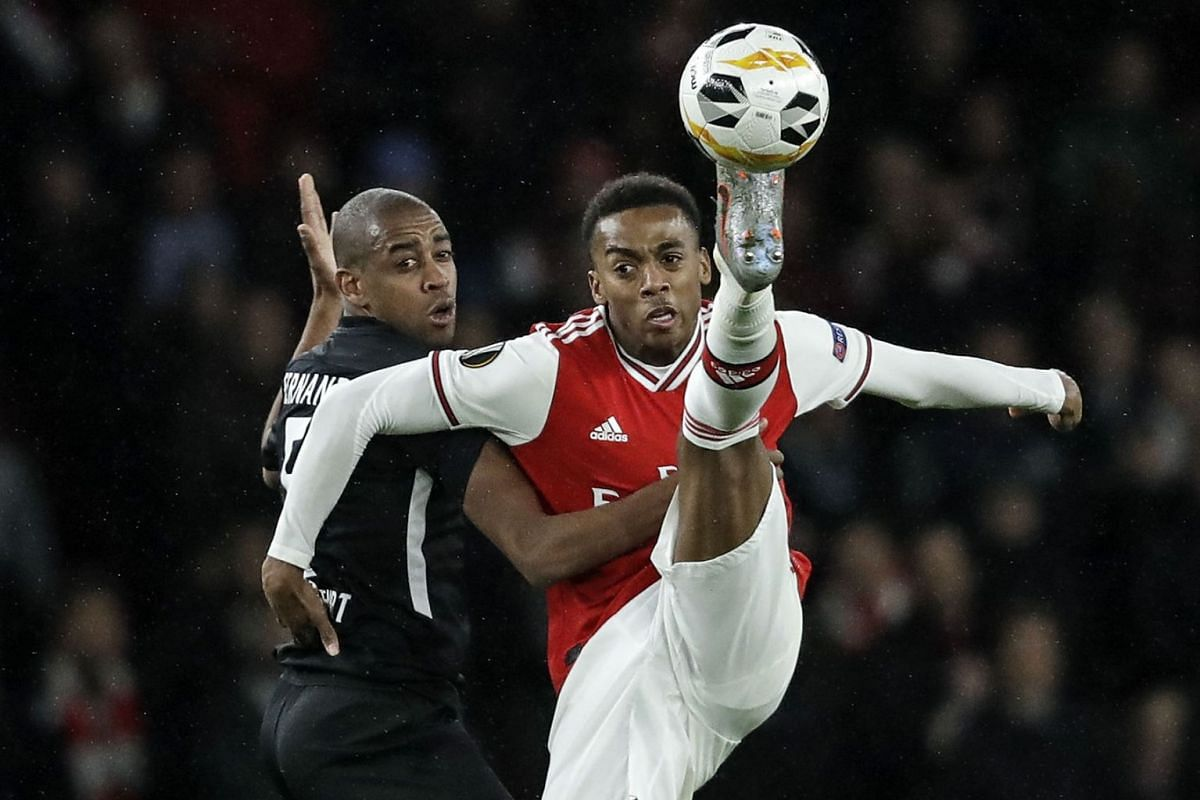 Frankfurt's Gelson Fernandes, left, and Arsenal's Joe Willock, right, challenge for the ball during the Europa League Group F soccer match between Arsenal and Eintracht Frankfurt at the Emirates Stadium, in London, Thursday, Nov. 28, 2019. PHOTO: AP
