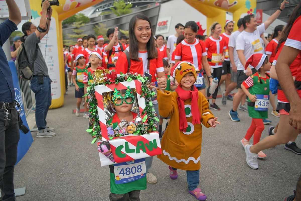 Runners dressed as a claw machine and a gingerbread man took part in a fund-raising Christmas fun run at the Singapore Sports Hub on Dec 7, 2019, to grant the wishes of children with critical illnesses. PHOTO: THE STRAITS TIMES/ARIFFIN JAMAR