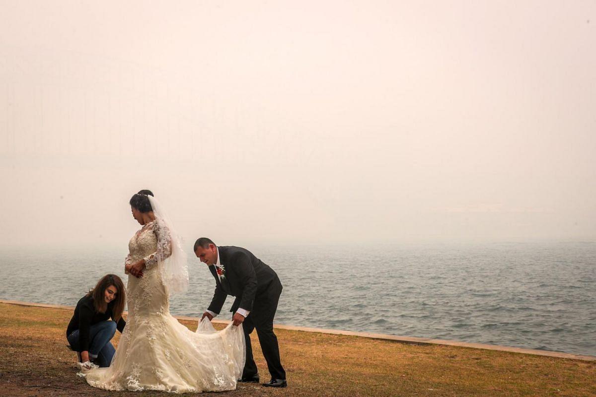 A wedding near the Sydney Harbour Bridge, enveloped in haze caused by nearby bushfires, on Dec 10, 2019.
