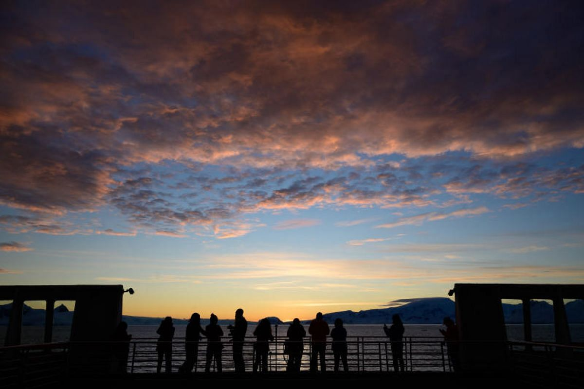 Dramatic sunsets unfolds every evening along the Gerlache Strait. Tourists brave the cold to camp out on the deck to take in every moment of this breathtaking wonder.