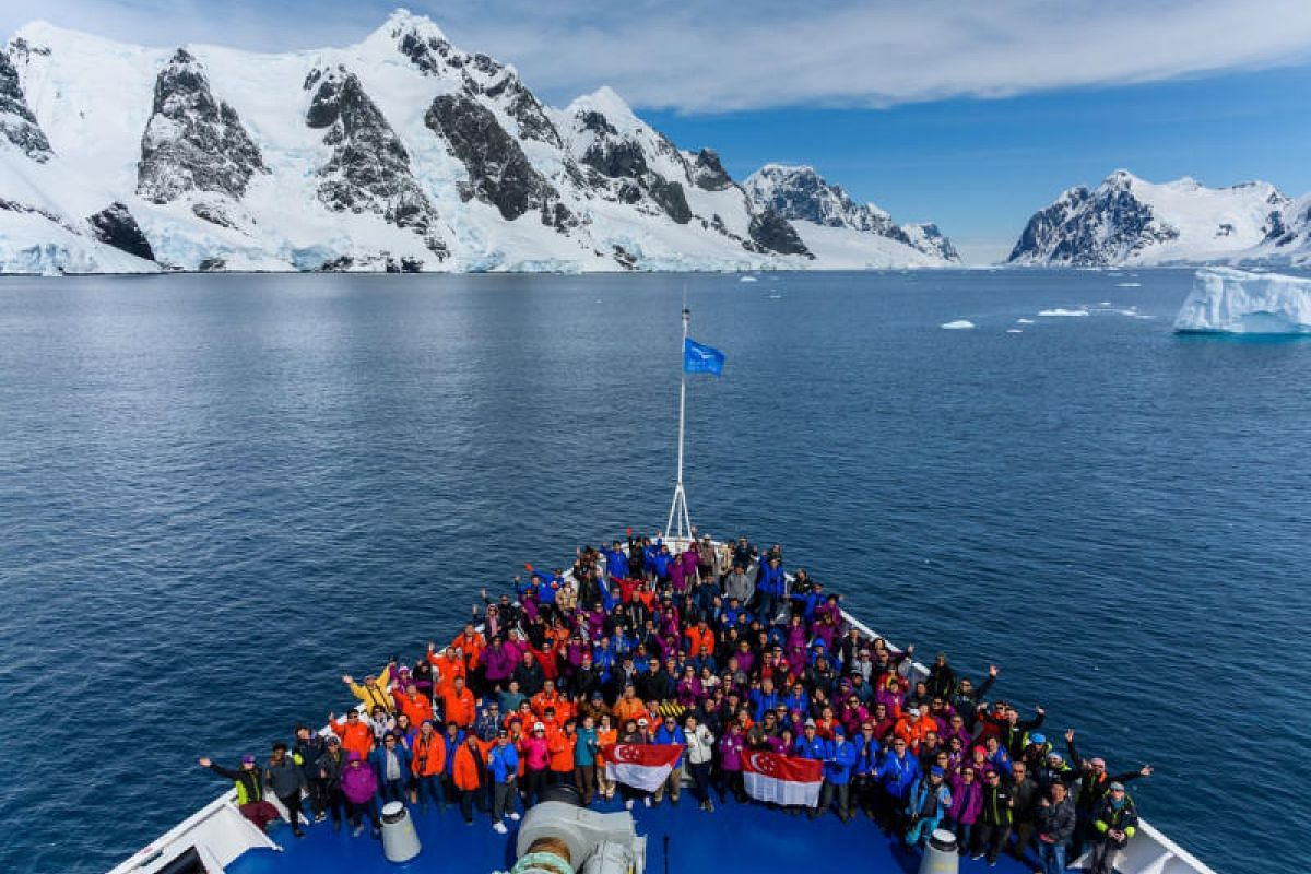 Group photo of the Antarctica Expedition Cruise – The Journey of a Lifetime.