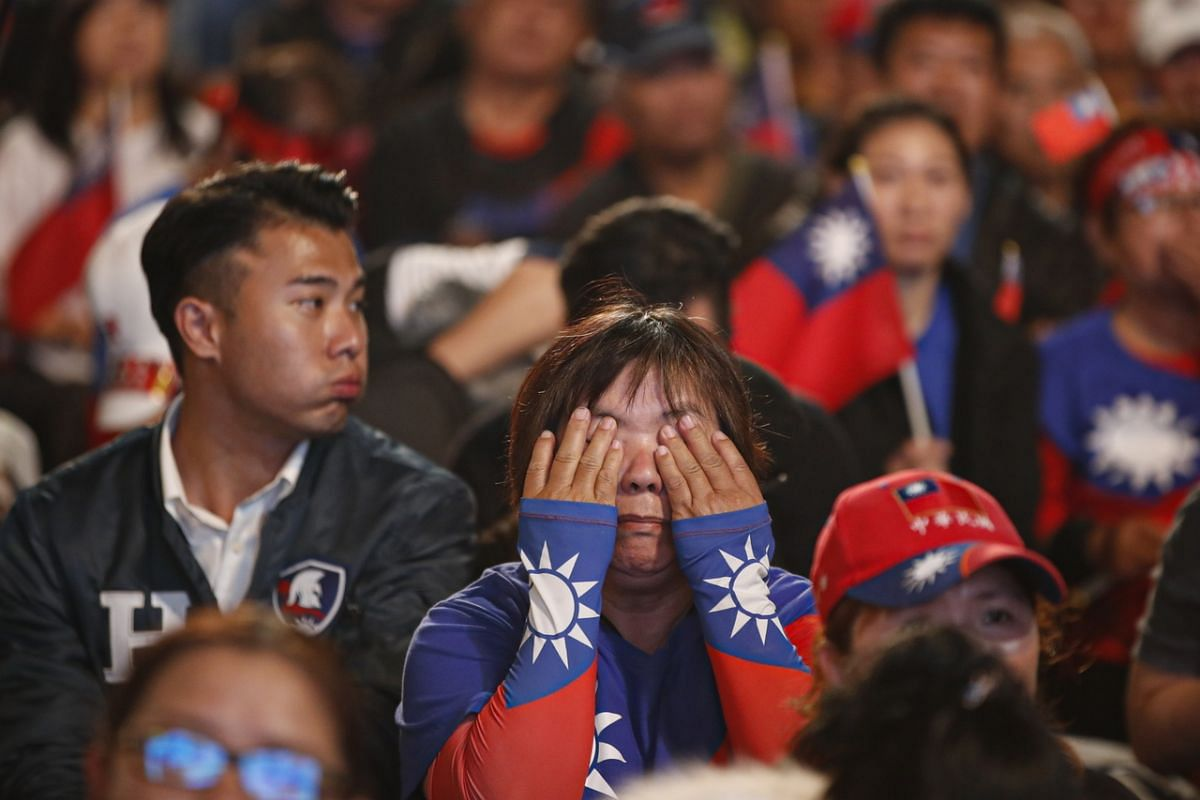 Supporters of Taiwan's Kuomintang party's presidential candidate Han Kuo-yu follow the online counting of ballots during the presidential election, in Kaohsiung on Jan 11, 2020.