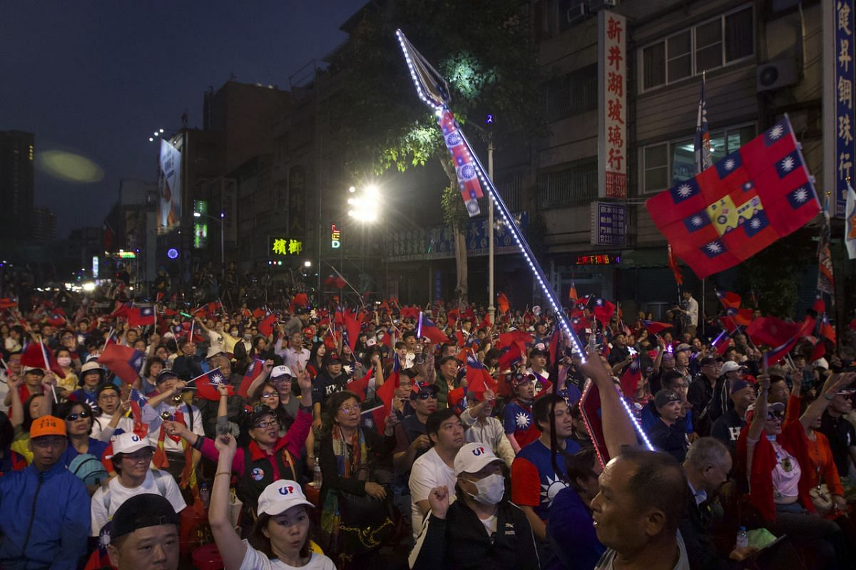 Supporters of Kuomintang party candidate Han Kuo-yu watch election returns in Kaohsiung on Jan 11, 2020.