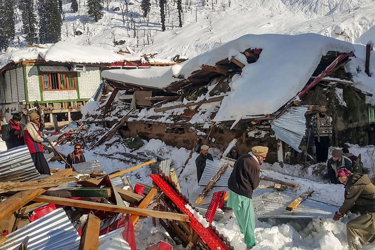 Local residents remove debris of a collapsed house following heavy snowfall that triggered an avalanche in Neelum Valley, in Pakistan-administered Kashmir on January 14, 2020. PHOTO: AFP