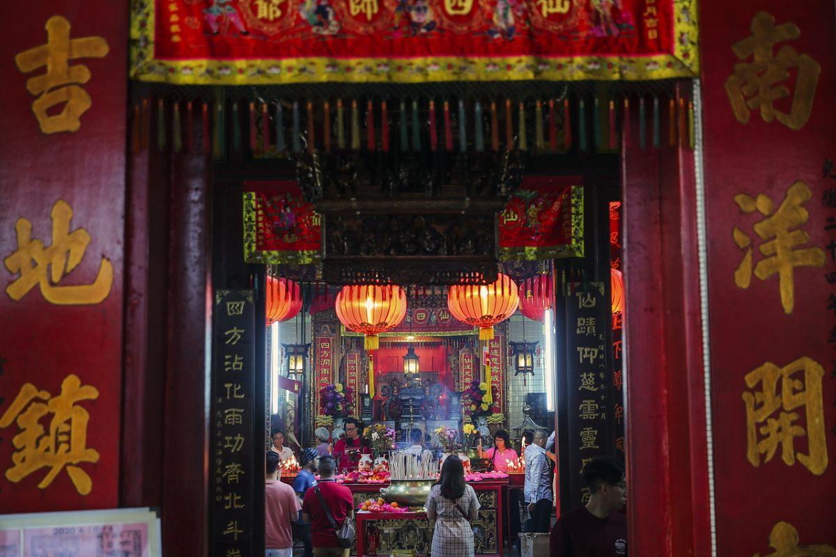 Buddhist devotees pray at a Chinese temple in Kuala Lumpur, Malaysia, on Jan 25, 2020.