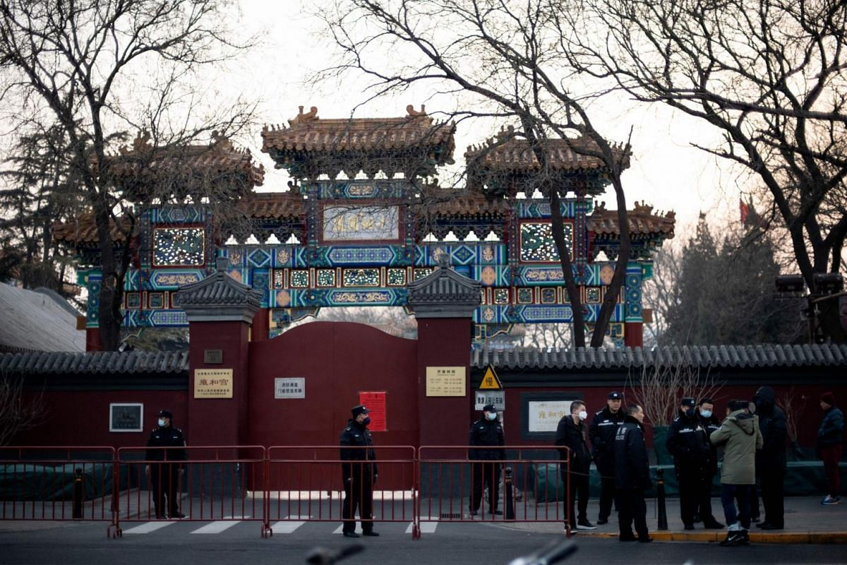 Policemen wearing masks are seen in front of the closed gate of the Lama Temple in Beijing, on Jan 25, 2020.
