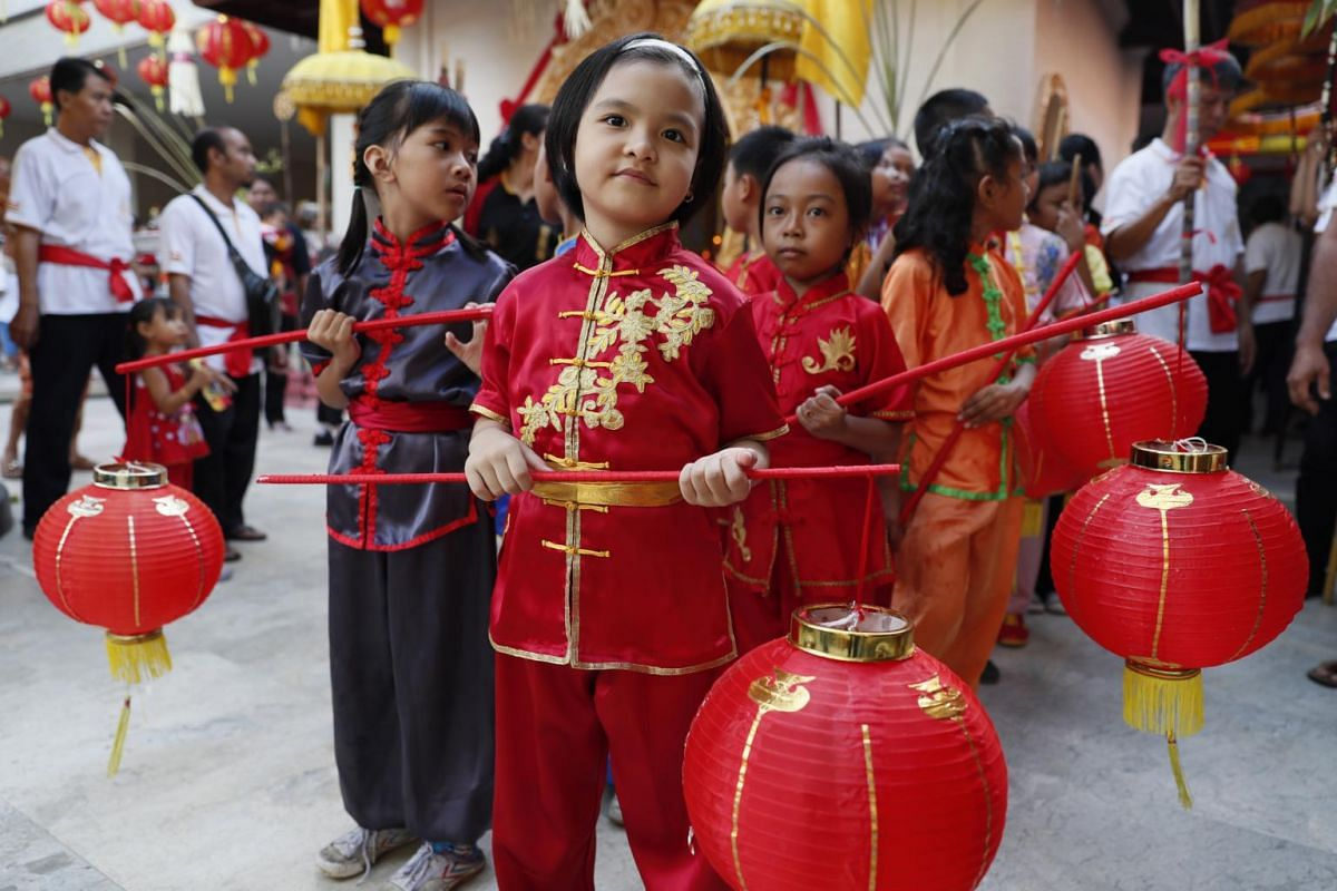 Children hold traditional Chinese lanterns during the Chinese Lunar New Year celebrations at a temple in Kuta, Bali, Indonesia, on Jan 24, 2020.