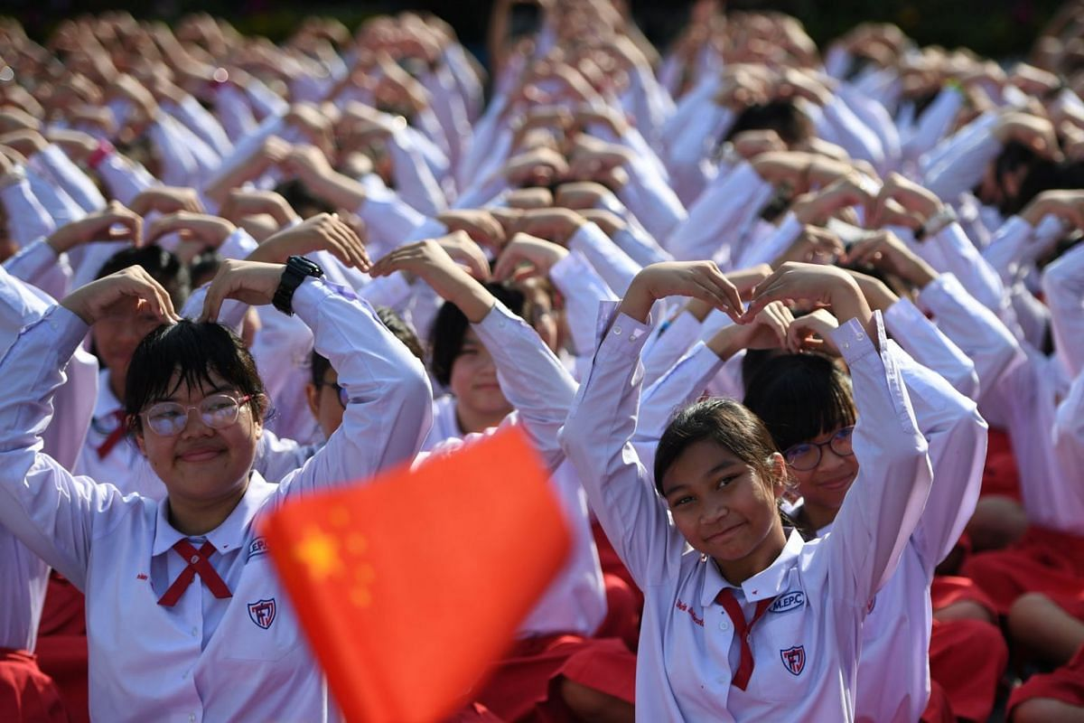 Thai students form a heart shape on Valentine's Day to show their support for China on their fight against coronavirus in a school in Ayutthaya, outside Bangkok, Thailand February 14, 2020. PHOTO: REUTERS