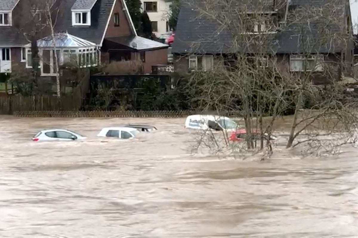 Storm Dennis: Weather brings rain and flooding brings flooding across Britain