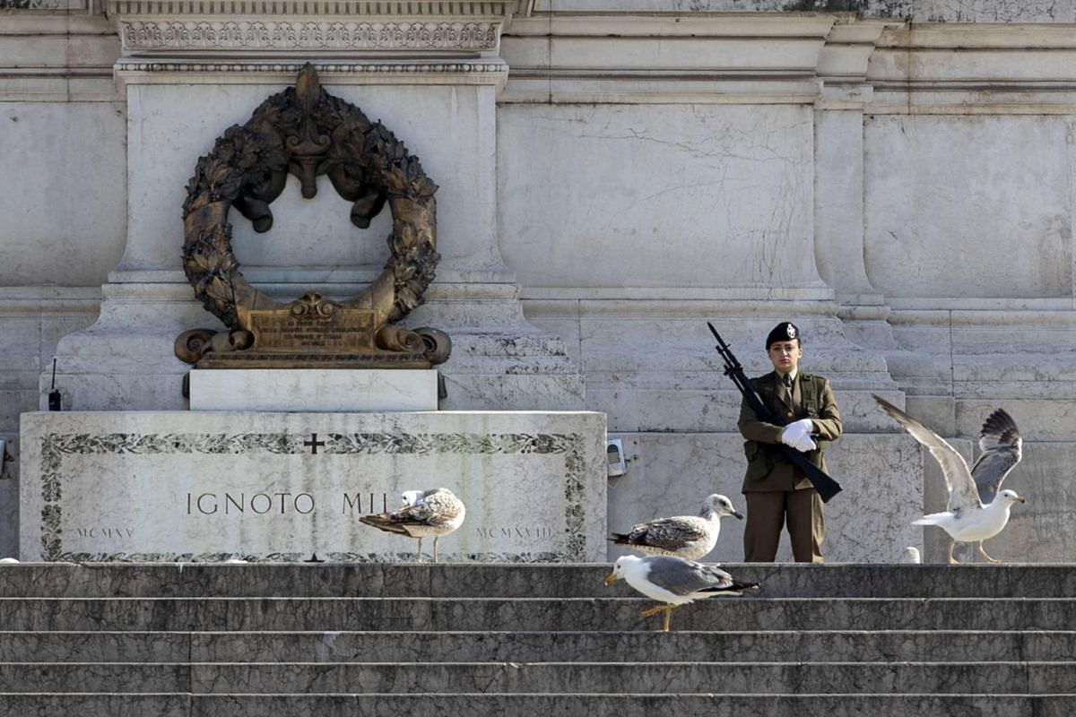 An Italian soldier stands guard at Rome's Tomb of the Unknown Soldier on March 18, 2020.