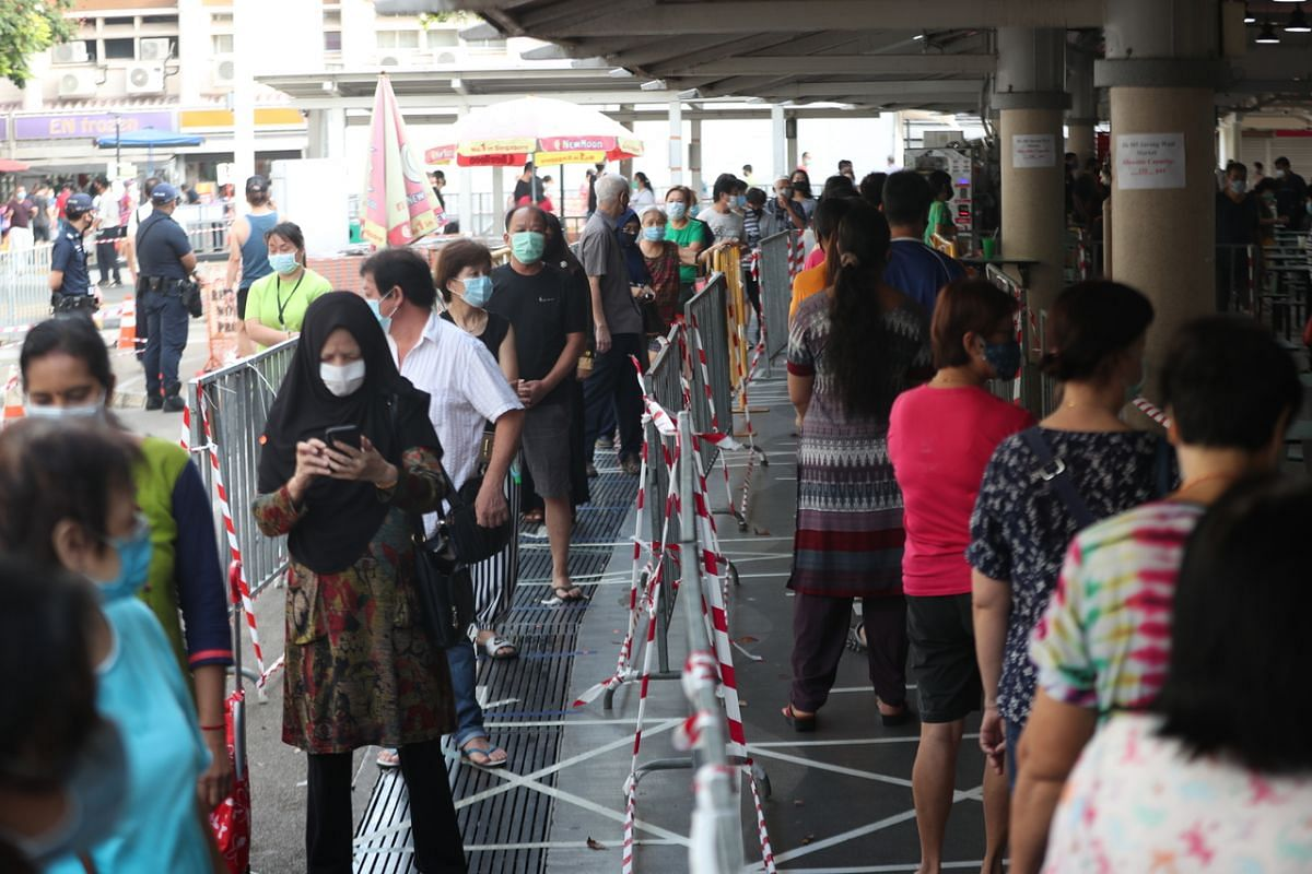 Patrons queue to enter the market at Block 505 Jurong West Street 52 on April 22, 2020.