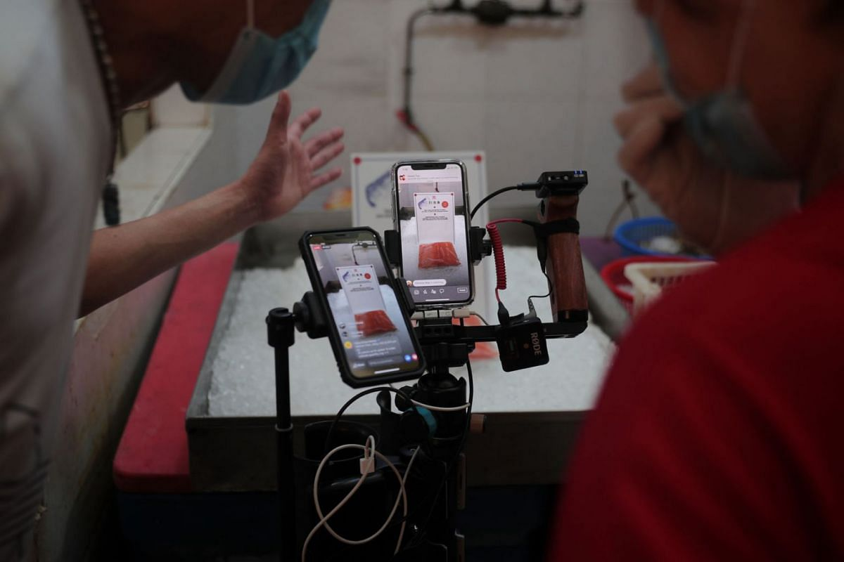 Views at 81 Sheng Yu's seafood livestream session surged to more than 1,000.  PHOTO: THE STRAITS TIMES/JASON QUAH