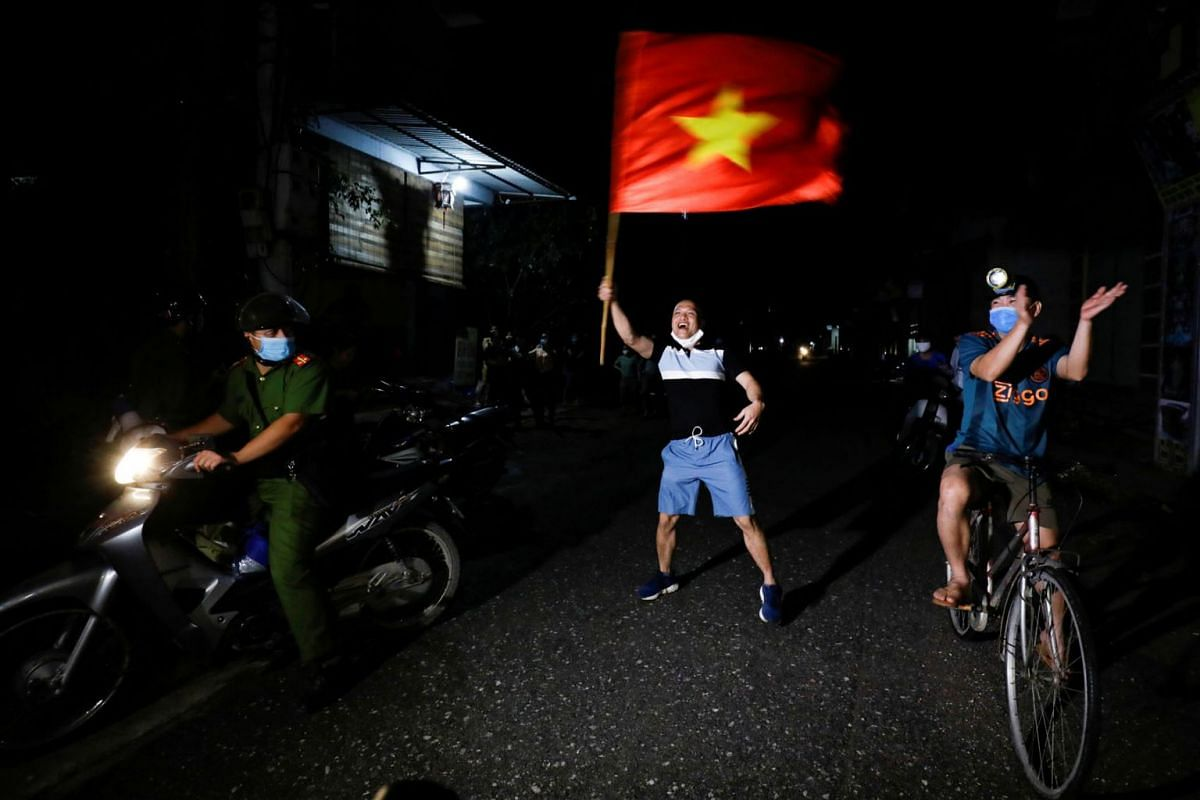 Residents celebrate after authorities lifted the quarantine in Dong Cuu village, the last Vietnamese quarantined village affected by the coronavirus disease, outside Hanoi, Vietnam May 14, 2020. PHOTO: REUTERS