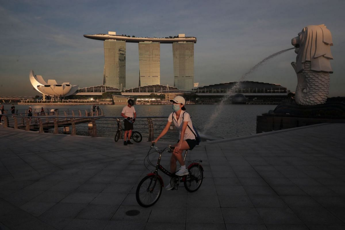 A cyclist at Merlion Park is seen on May 20, 2020. PHOTO: THE STRAITS TIMES/JASON QUAH