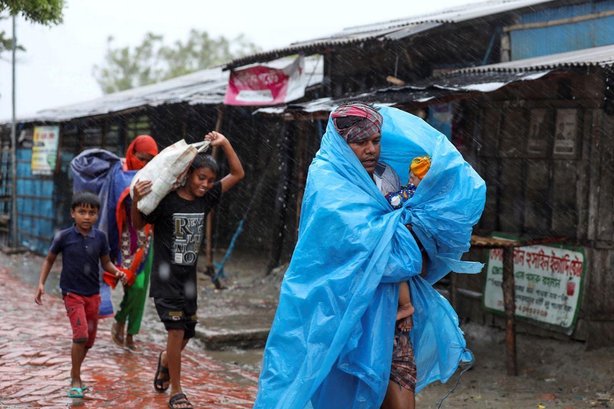 People make their way to a safer place before cyclone Amphan makes landfall, in Gabura, Bangladesh, on May 20, 2020.