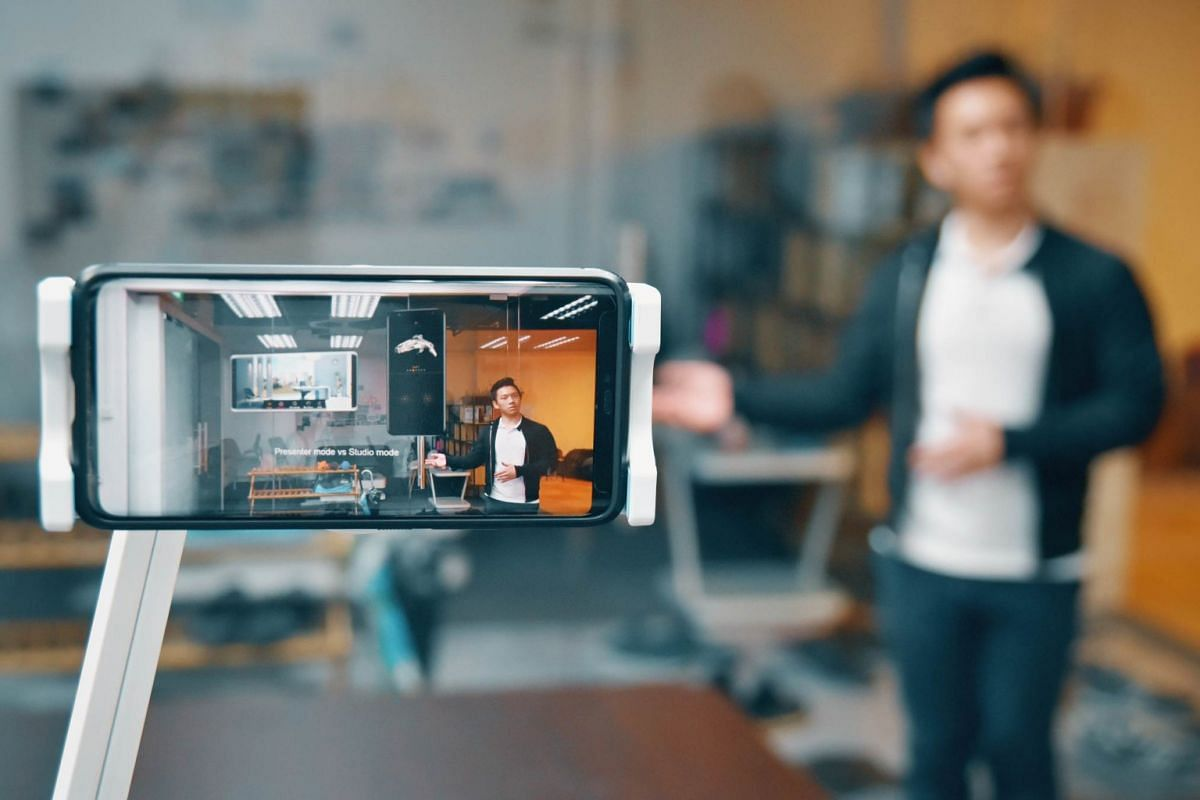 Hiverlab's RealityCast uses augmented reality to spice up presentations with embedded 3D objects.