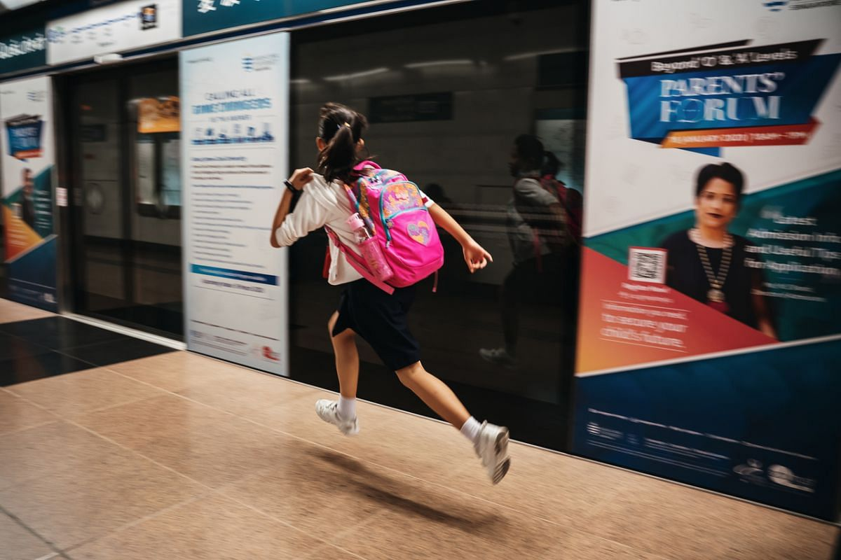 Yan Ling enjoys sports a lot. She was selected by the school to join track and field as her CCA in Primary 3. Many times, Yan Ling likes to display her interest by running at train stations which may cause passers-by to stare not knowing about her co