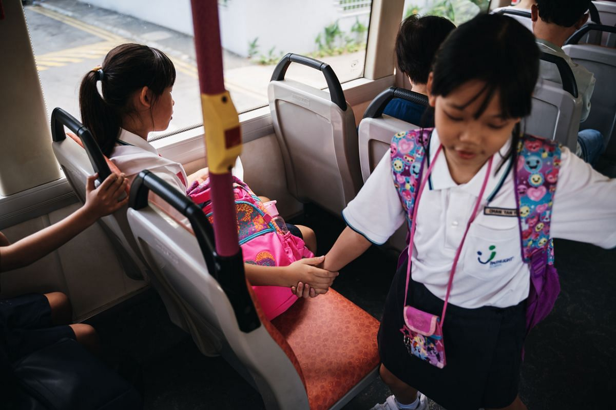 During one of the bus rides home, a lovely moment happened in a flash when the older sister Yan Ling, caught her younger sister Yan Yun's hand to prevent her from leaving the seat when they were sitting together initially. At that time the bus was st