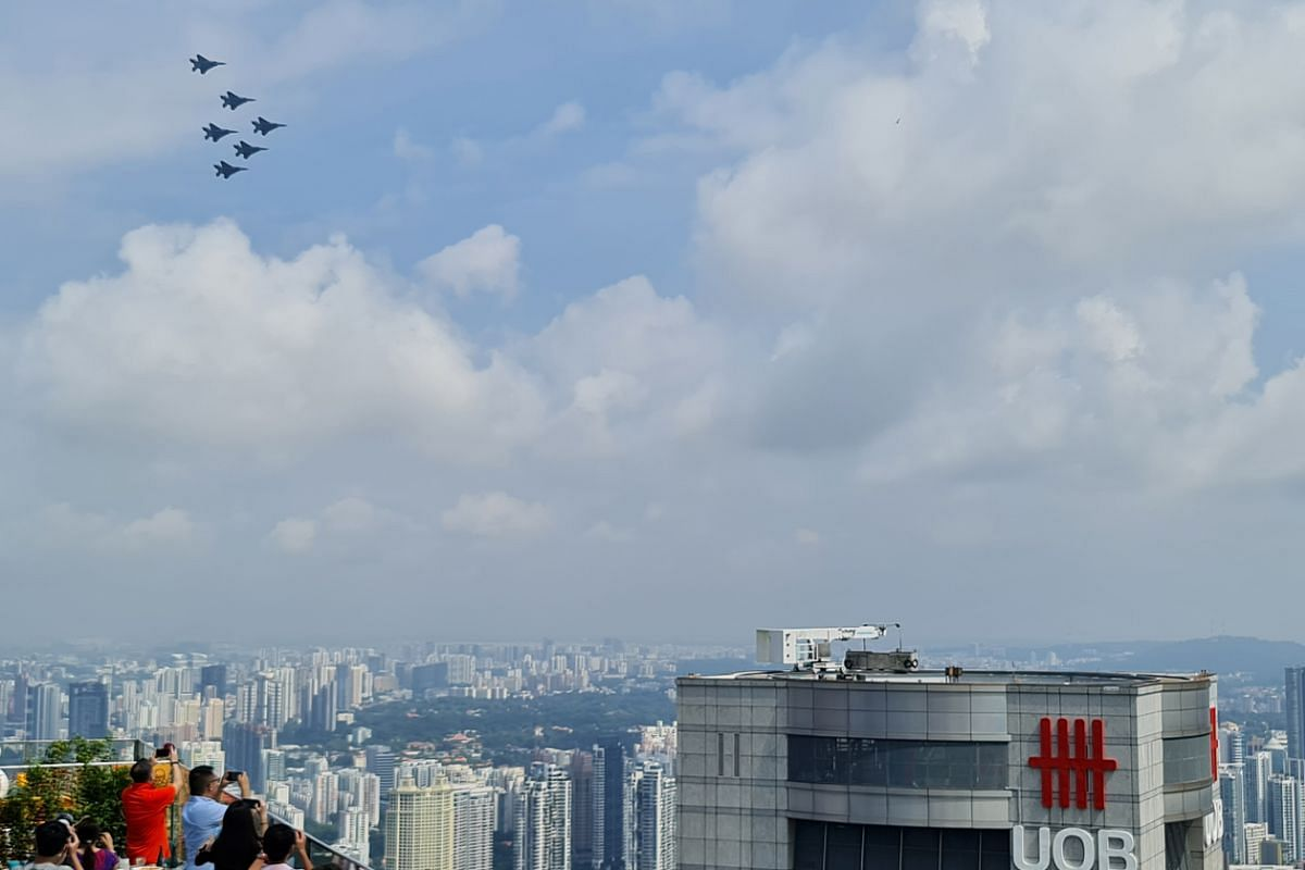 Five RSAF F-15SG Eagle aircraft flying in formation over UOB building during the National Day Parade on Aug 9, 2020. This photo was captured on the Samsung Galaxy Note20 Ultra 5G using the 5x optical and digital zoom camera.