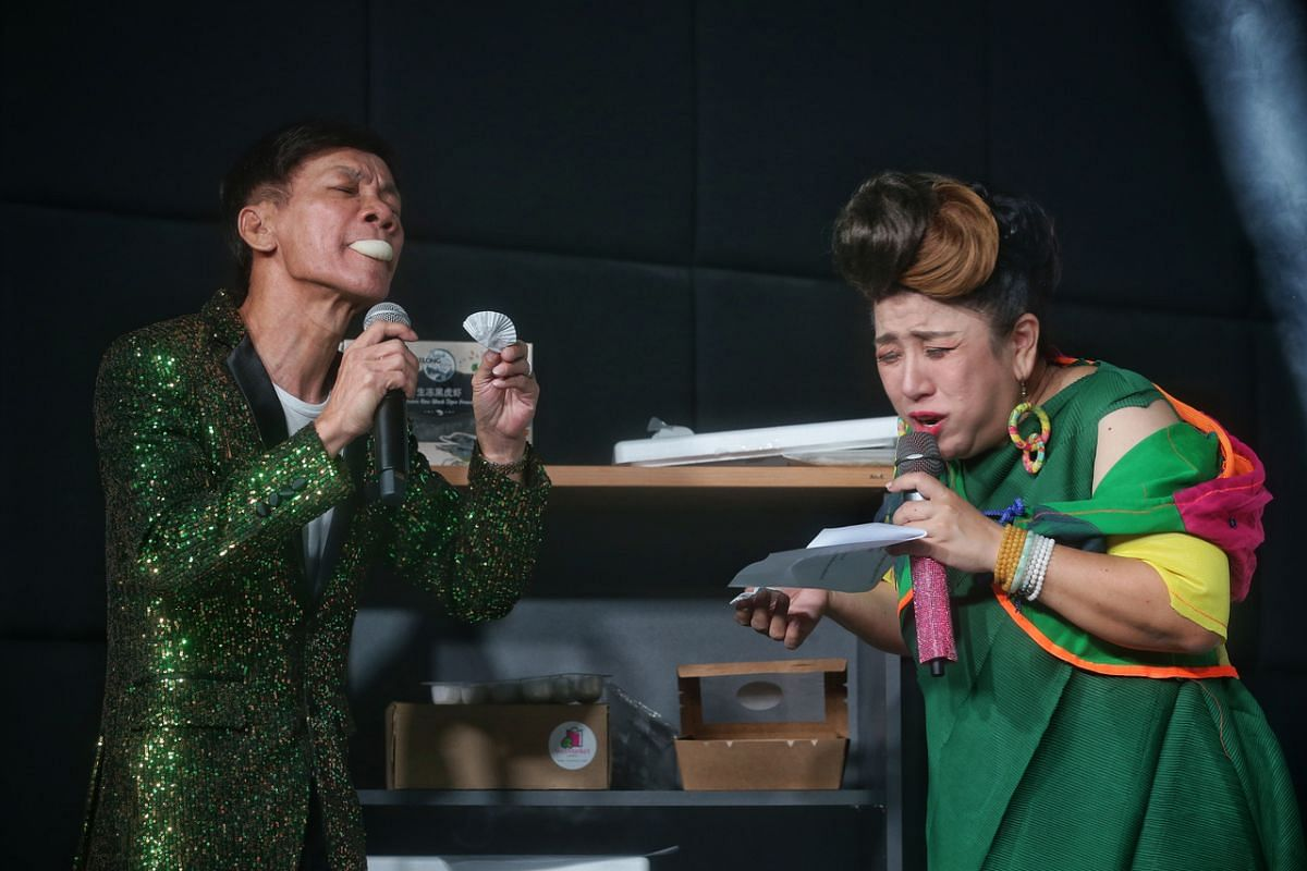 Getai hosts Wang Lei (left) and Liu Ling Ling savouring Mao Shan Wang durian mochi while promoting a bundled offer.