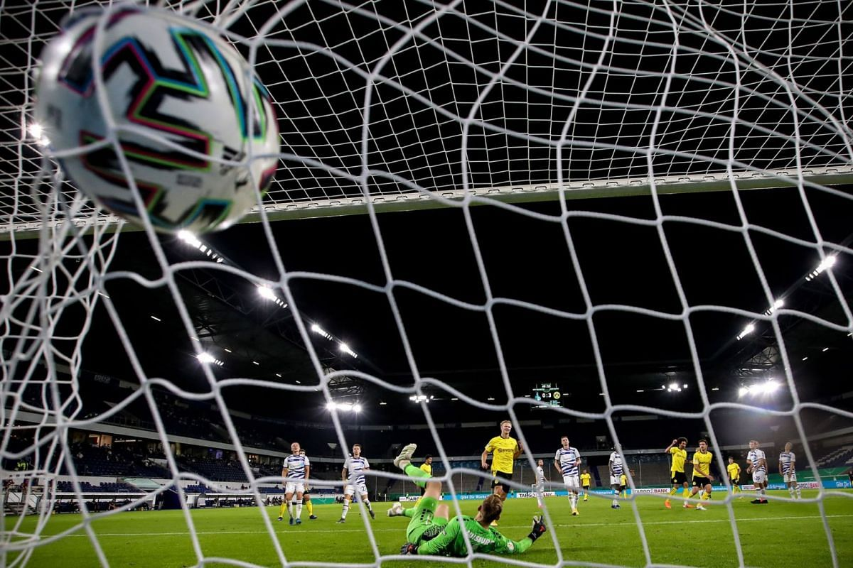 Duisburg's goalkeeper Leo Weinkauf (C) concedes Dortmund's 4-0 lead during the German DFB Cup first round soccer match between MSV Duisburg and Borussia Dortmund in Duisburg, Germany, on September 14, 2020. PHOTO: EPA-EFE