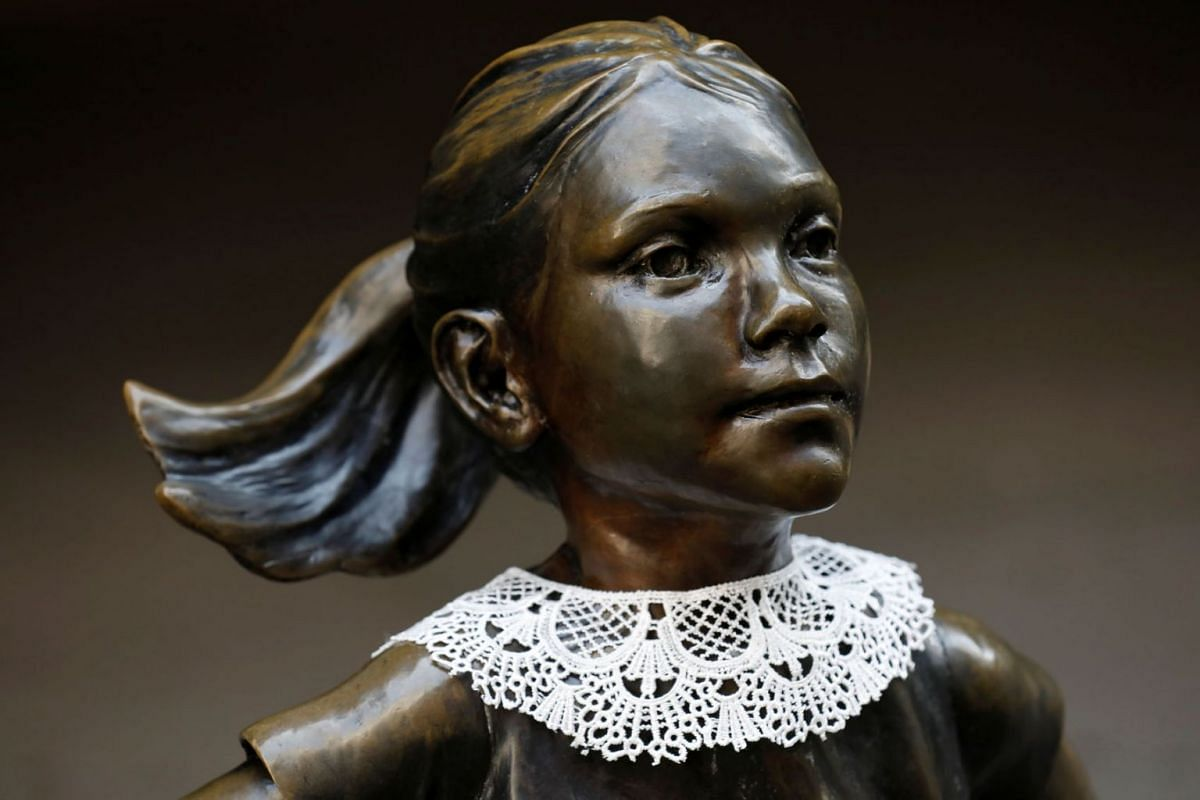 A jabot collar is seen on the Fearless Girl statue in honor of recently passed Associate Justice of the Supreme Court of the United States Ruth Bader Ginsburg in Manhattan, New York City, U.S., September 21, 2020. PHOTO: REUTERS