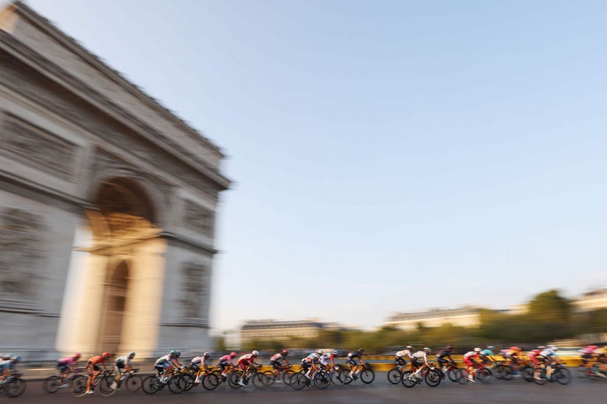 The pack rides around the Arc de Triomphe during the 21st and last stage of the 107th edition of the Tour de France cycling race, 122 km between Mantes-la-Jolie and Champs Elysees Paris, on September 20, 2020. PHOTO: AFP