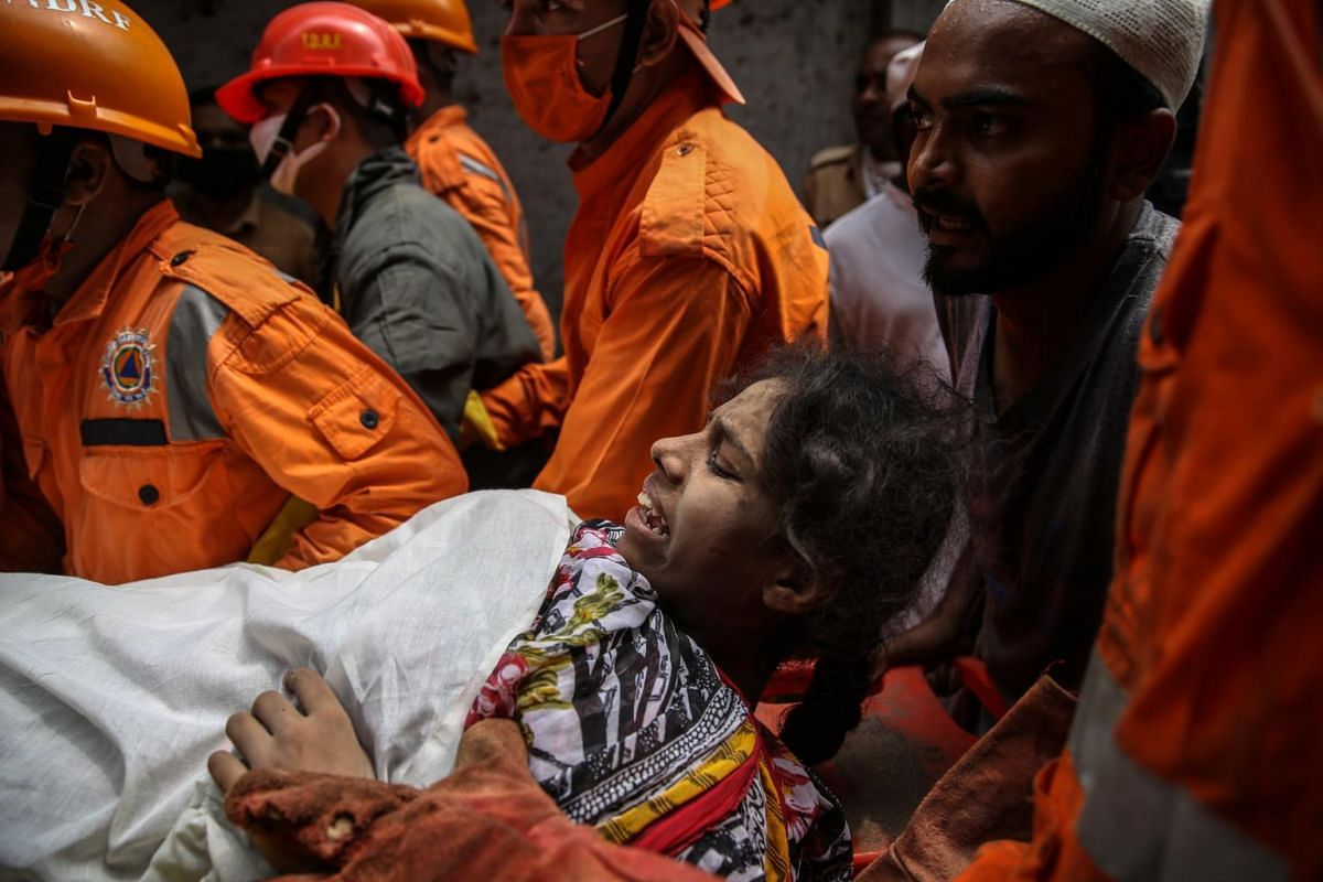 NDRF personnel rescue a survivor in the aftermath of a residential building's collapse in Bhiwandi on Sept 21, 2020.