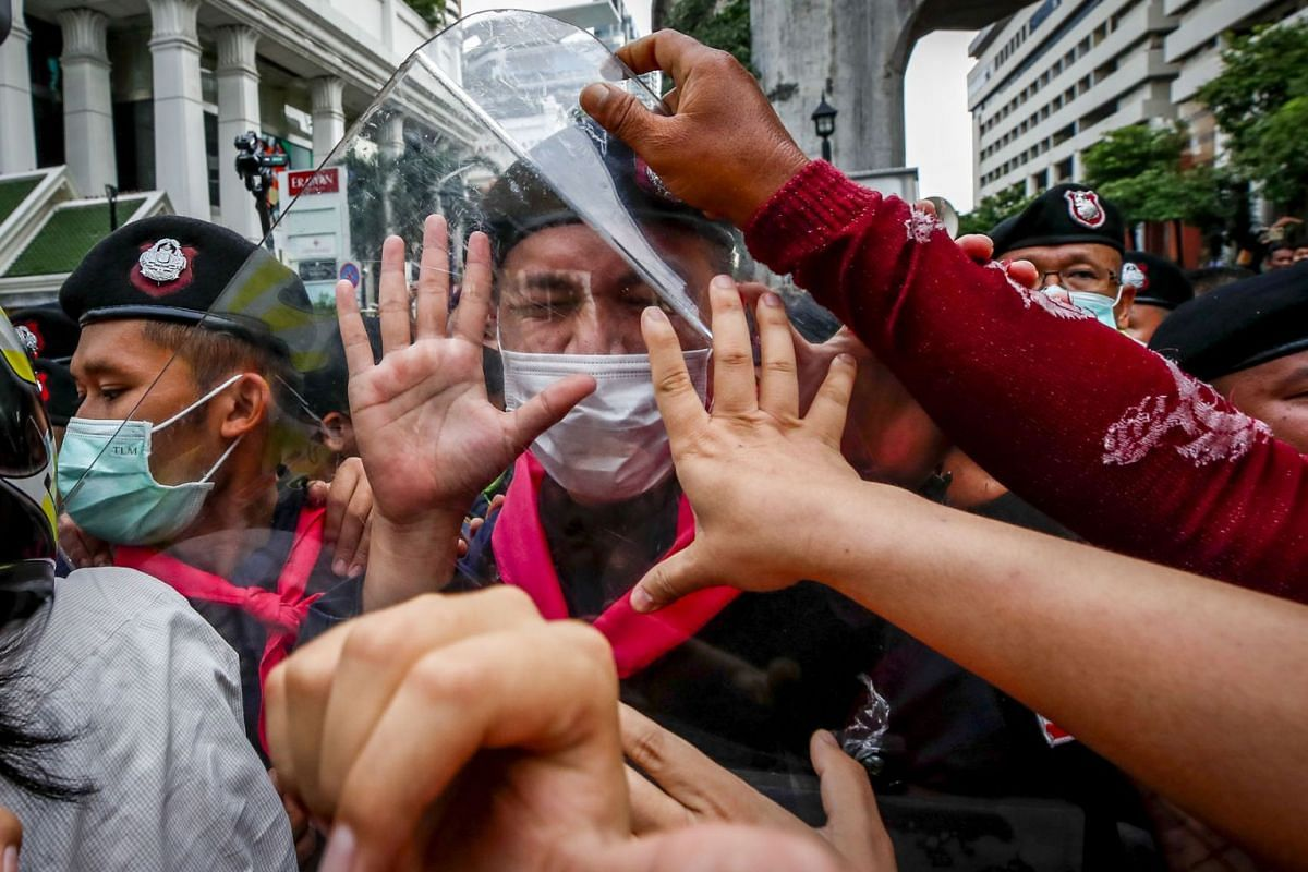 Pro-democracy protesters and police officers clash during a rally against the state of emergency at Ratchaprasong shopping district in Bangkok, Thailand, October 15, 2020.