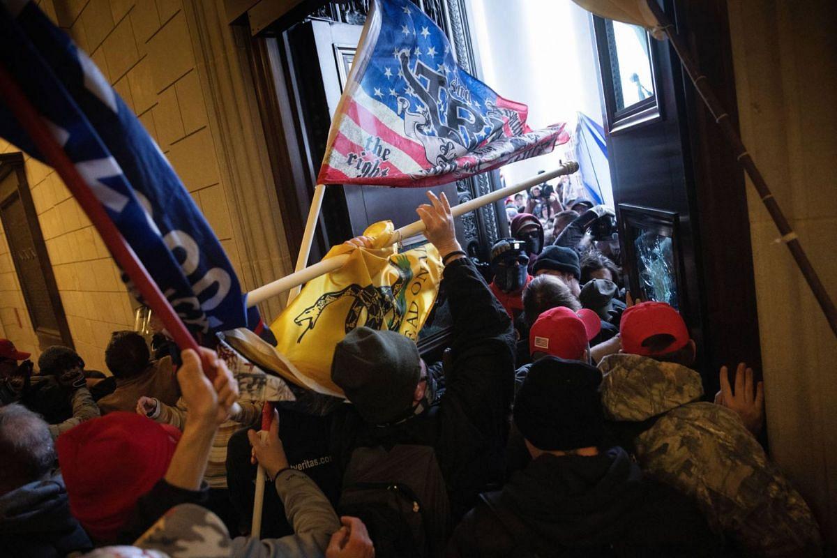 A pro-Trump mob breaks into the U.S. Capitol on Jan 6, 2021 in Washington, DC.