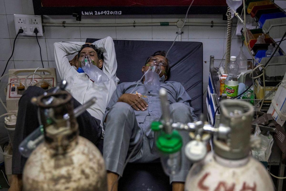 Patients suffering from Covid-19 get treatment at Lok Nayak Jai Prakash hospital in New Delhi on April 15, 2021.