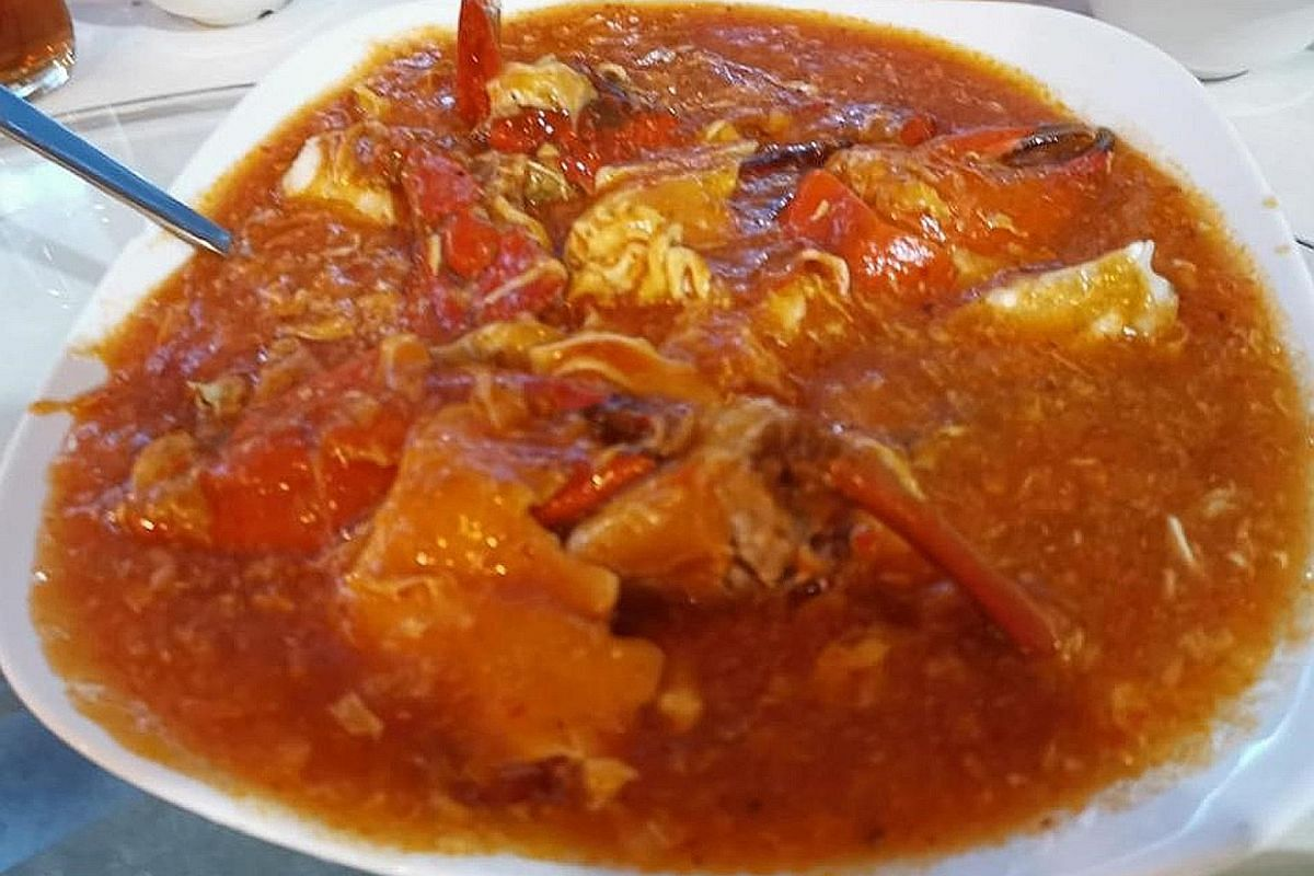 The banquet-style lunch includes chilli crab.