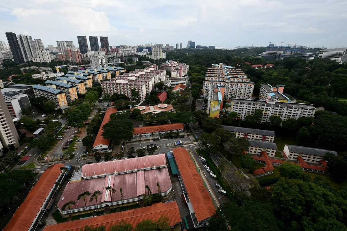 A bird's eye view of Tanglin Halt estate, including Commonwealth Drive Food Centre, Tanglin Halt Market, as well as flats along Tanglin Halt Road and Commonwealth Drive.