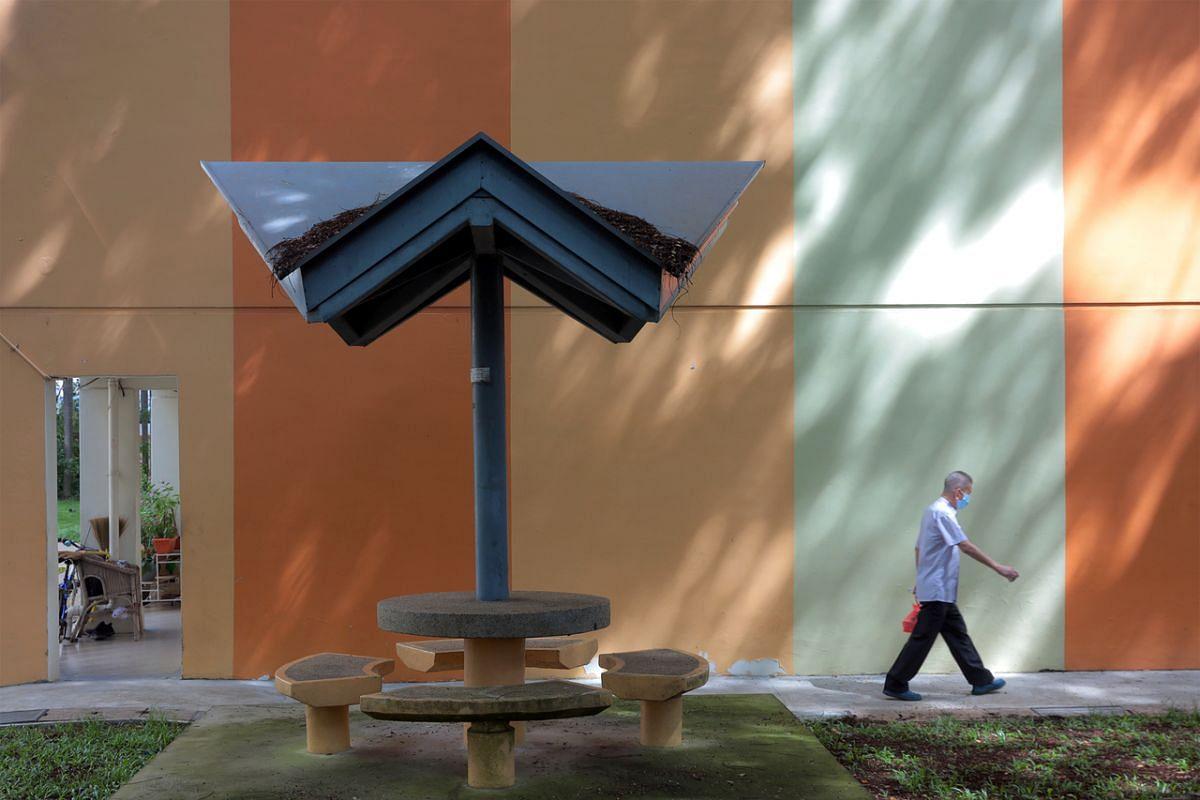A public bench in Tanglin Halt.