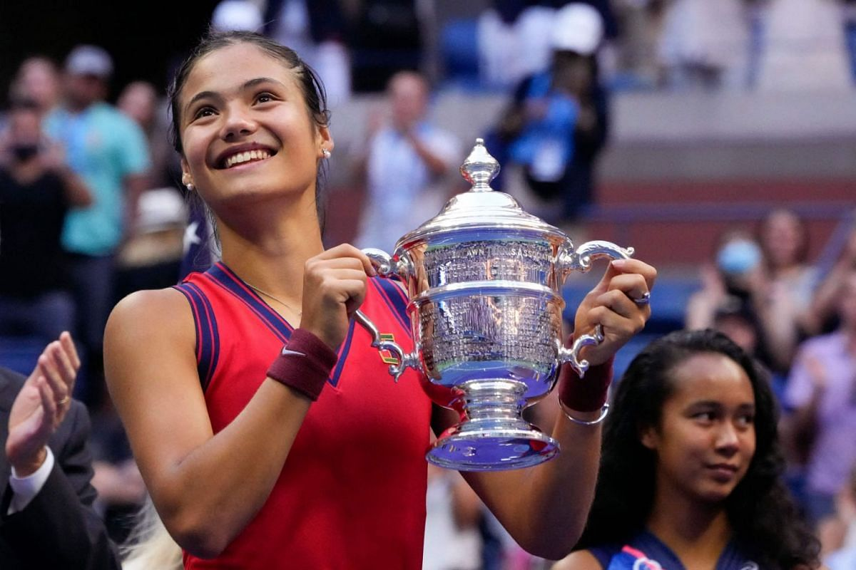 Britain's Emma Raducanu (L) celebrates with the trophy next to runner-up Canada's Leylah Fernandez after the 2021 US Open Tennis tournament women's singles final match at the USTA Billie Jean King National Tennis Center in New York, on September 11,