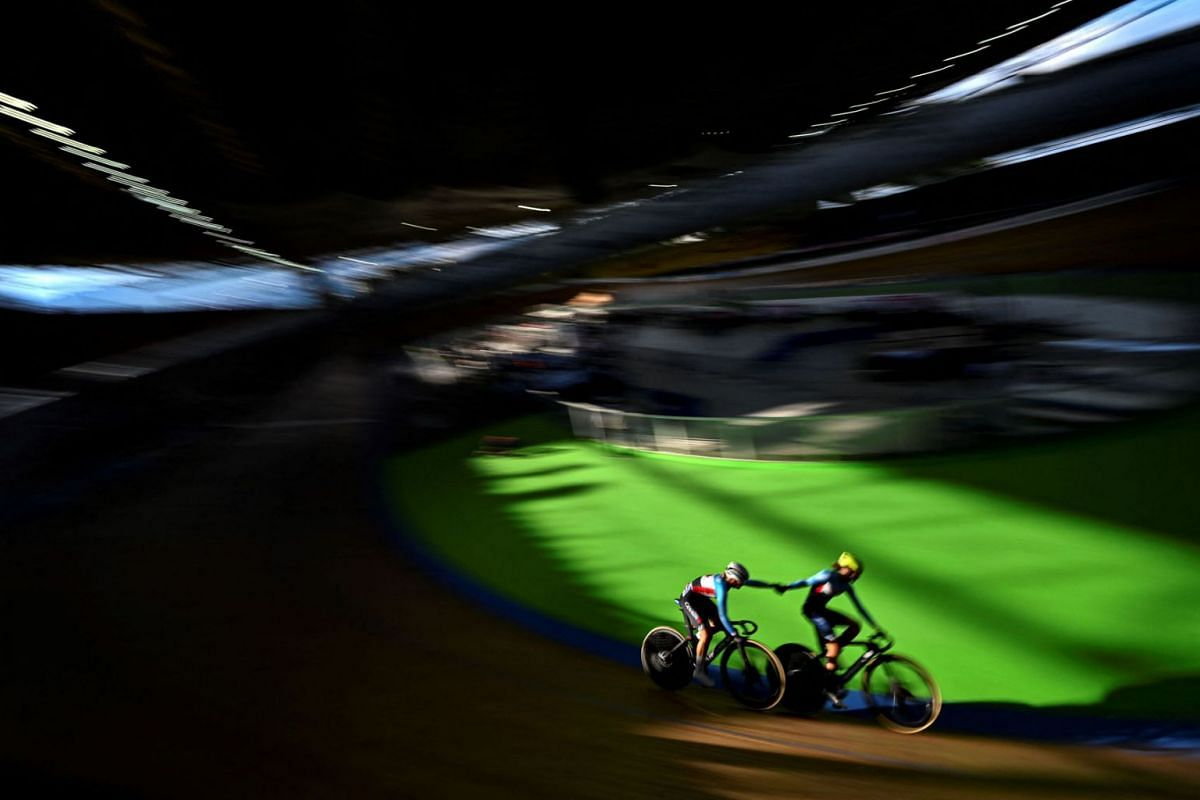 Canada´s Lily Plante (L) and Sarah Van Dam compete in Women's Madison final during Track Cycling Nations Cup on September 12, 2021 in Cali, Colombia.