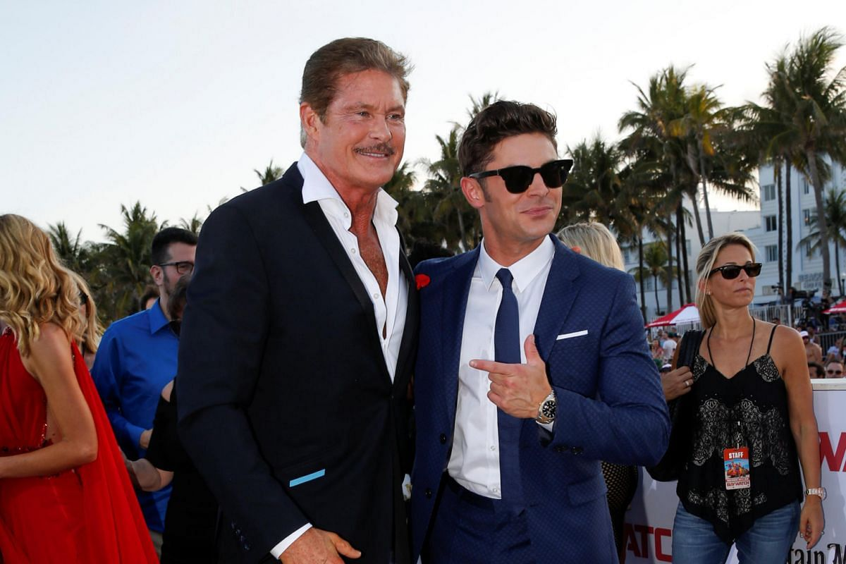 David Hasselhoff and Zac Efron pose for photos at the red carpet.