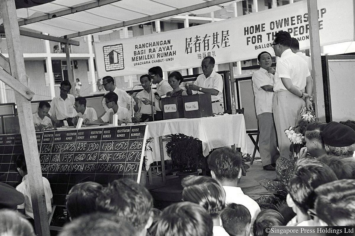 1965: Balloting for two 10-storey flats in Macpherson estate. In 1964, HDB began selling flats under a homeownership scheme.
