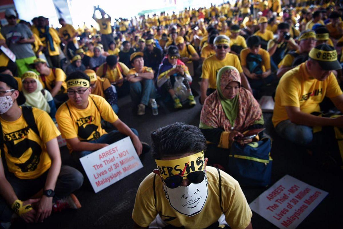 Bersih supporters at Bangsar.