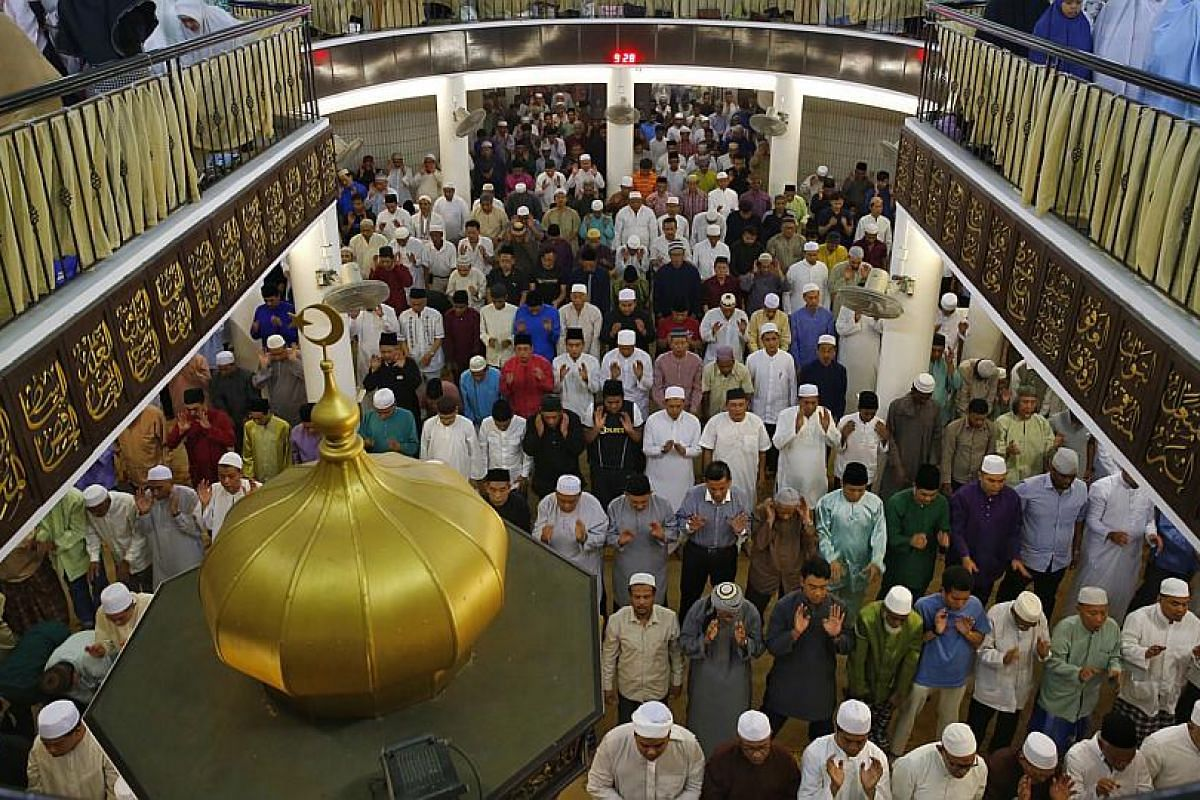 Some 2,500 Muslims performing special evening prayers to mark the eve of the first day of Ramadan at Al-Mukminin Mosque in Jurong East.