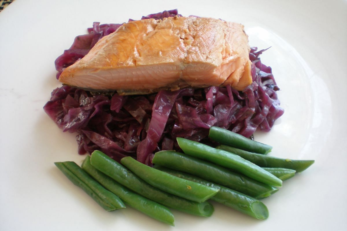 Caramelised red cabbage with soy marinated salmon and green beans.
