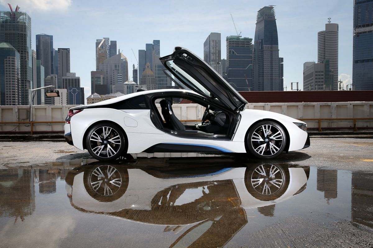 Not only does the BMW i8 raise the bar in performance and looks, but it also possesses the X factor that makes it so desirable, say judges.