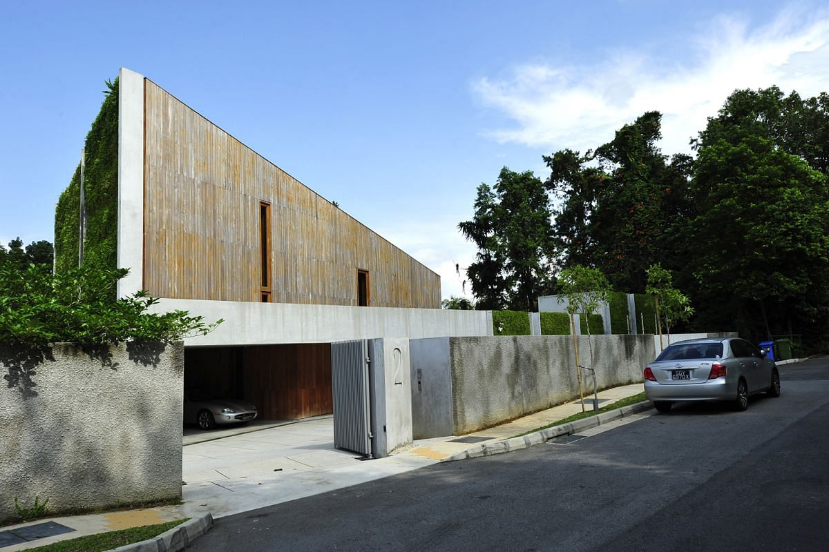 New wood and fair-faced concrete, which can be reused, are used for the facade of the award-winning house.